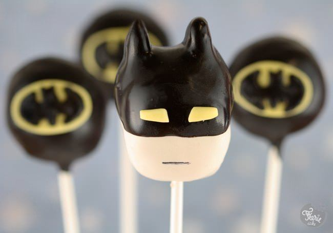 Batman cake pops !