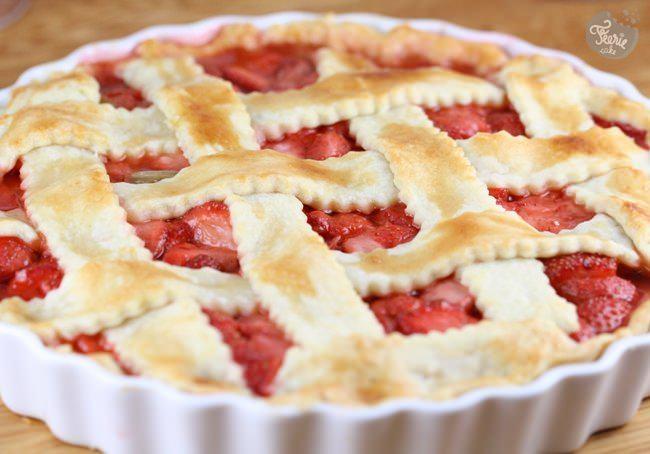 La parfaite tarte à la rhubarbe et aux fraises