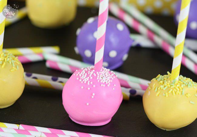 Cake pops aux couleurs pétantes!