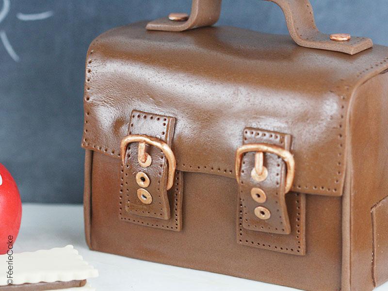 Tuto Recette Cake Design : cartable en pâte à sucre