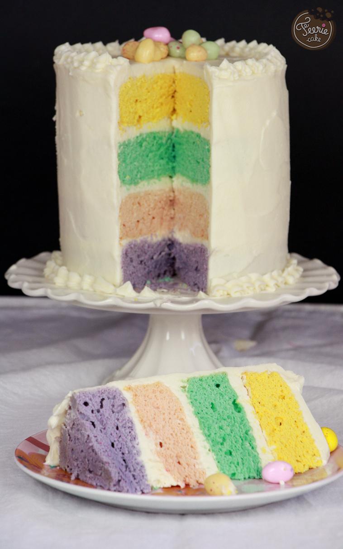 Gâteau Pâques arc-en-ciel aux couleurs pastel