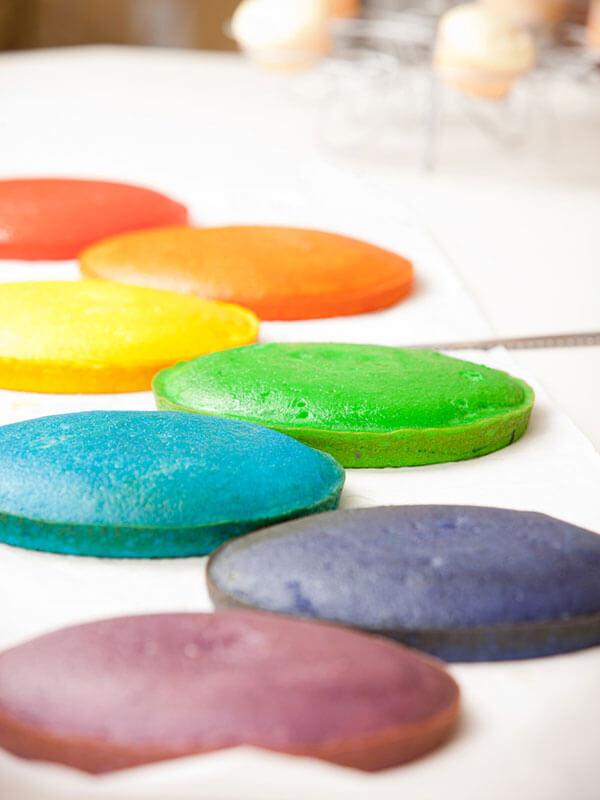 Les différentes couches du rainbow cake