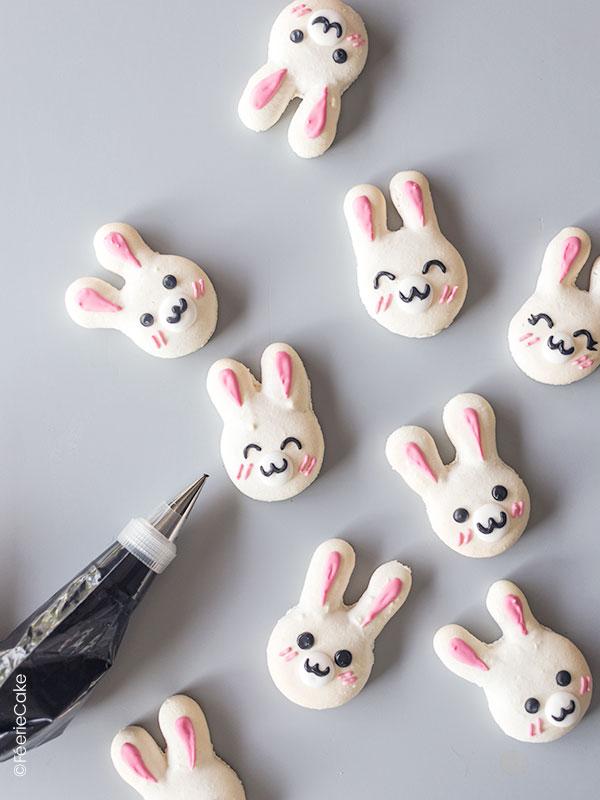 Décorations des lapins macarons de Päques