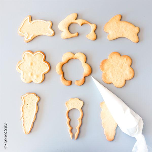 Étape de la recette des biscuits piñata sur le thème de Pâques