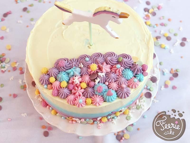 Der pastellfarbene Ombre Cake mit Einhorn