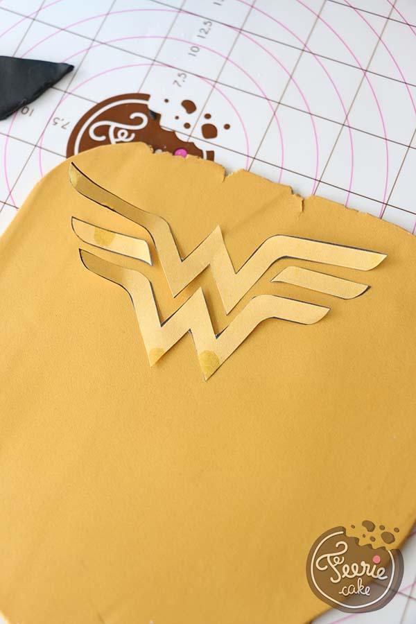 Der Wonderwoman-Kuchen - Féerie cake