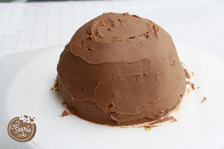 Préparez un gâteau et un glaçage. Ici c'est un molly cake