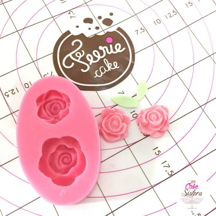 Collez directement sur votre tasse les fleurs en sucre