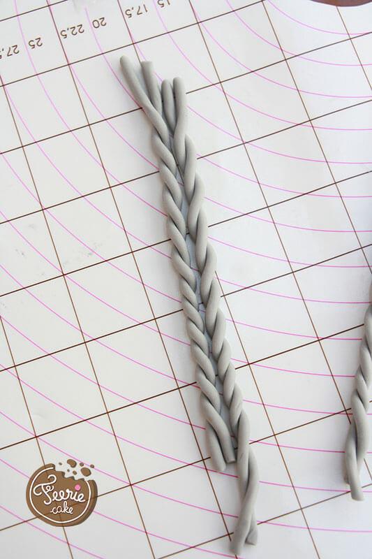 Lacez deux à deux les boudins afin de donner un effet tricoté