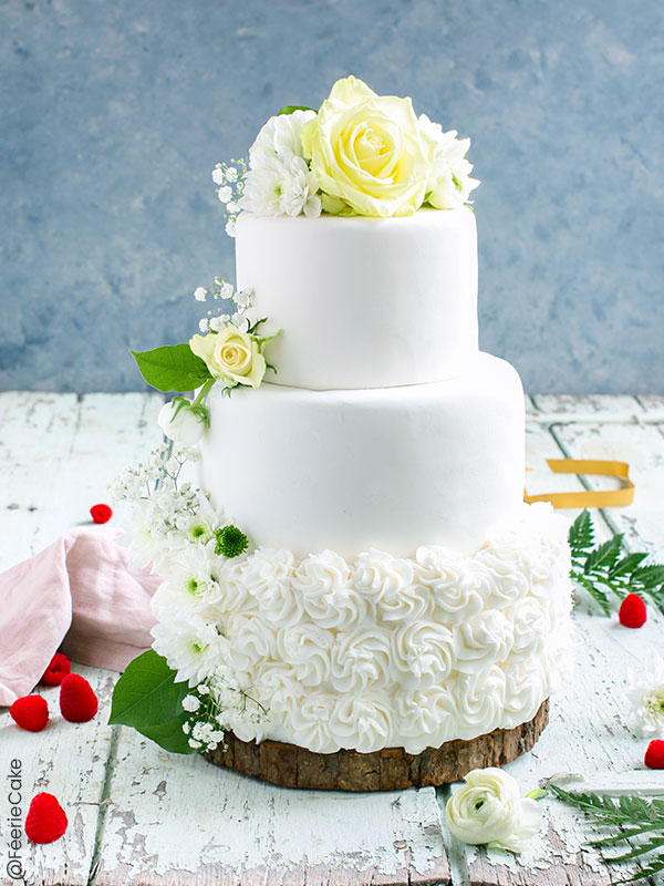 Le White Wedding Cake