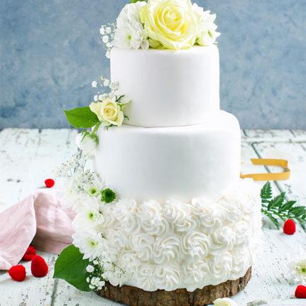 Le white wedding cake