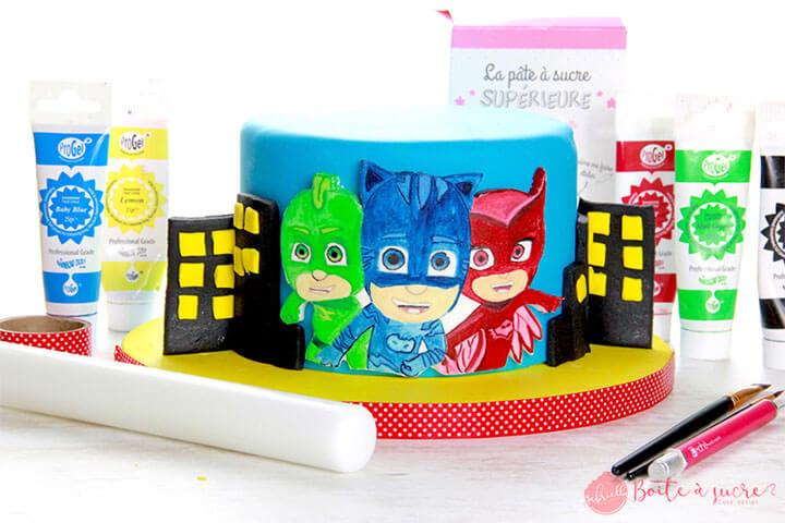 Collez votre peinture sur un gâteau