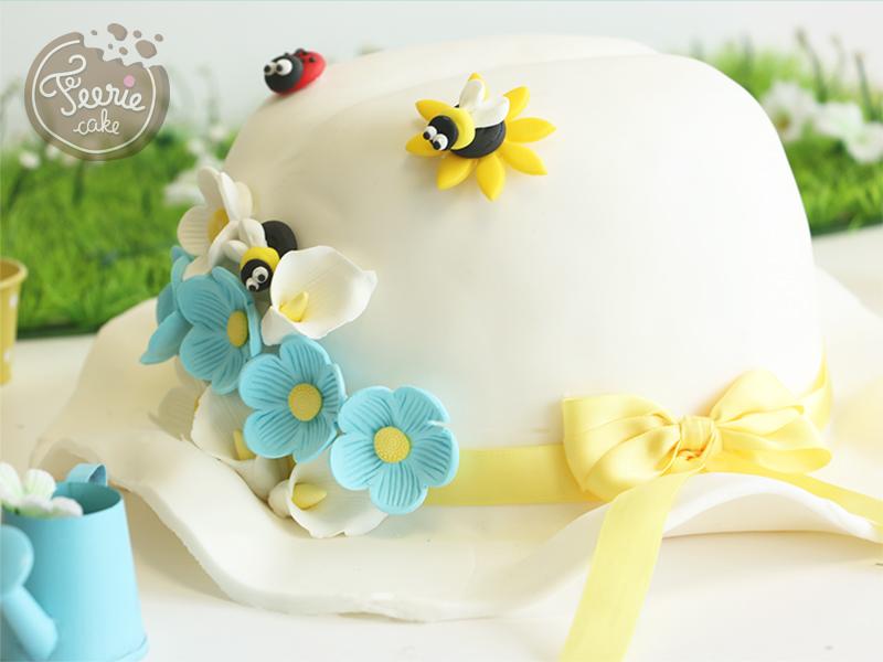 Gâteau chapeau fleuri en pâte à sucre