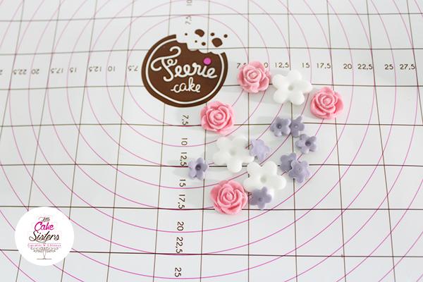 Modelages de fleurs en pâte à sucre