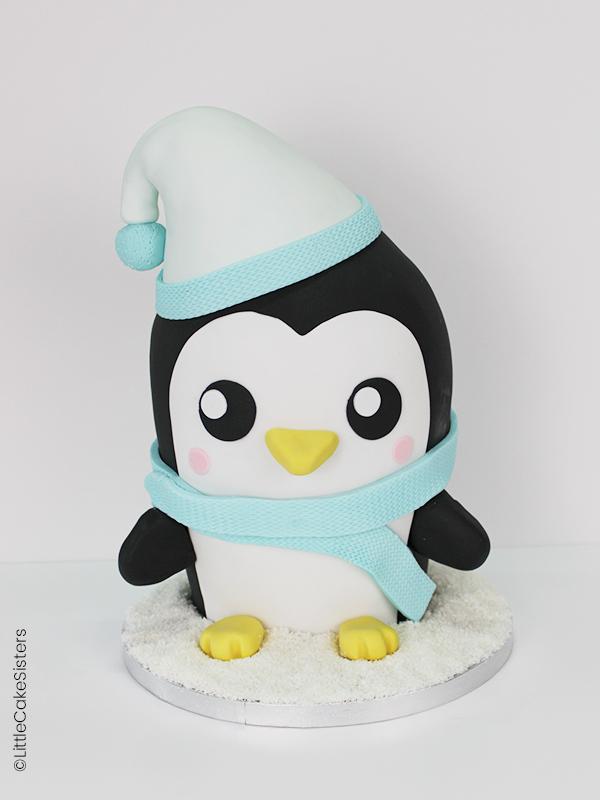 Gâteau en forme de pingouin réalisé en pâte à sucre