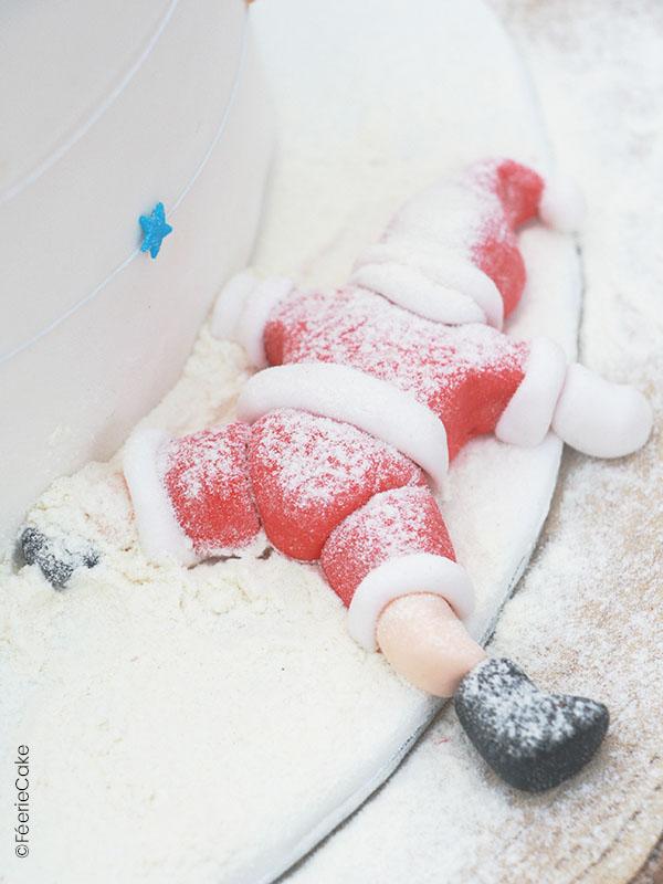 Modelage en pâte à sucre du Père Noël