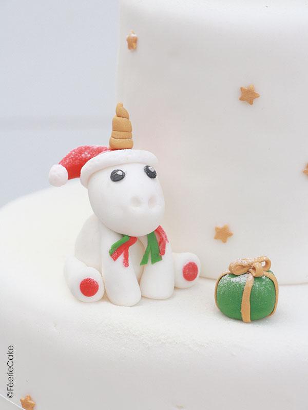 Modelage en pâte à sucre licorne de Noël et son cadeau