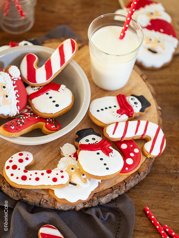 Biscuits de Noël décorés à la glace royale