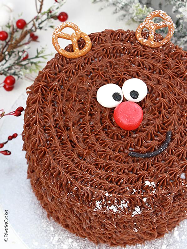 Un gâteau de Noël au chocolat en forme de Renne