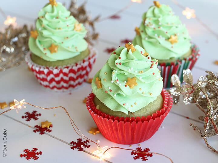 Des cupcakes à la pistache, cœur praliné en forme de sapins