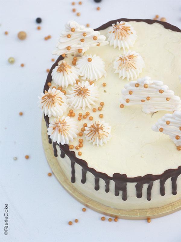 Drip Cake de Noël au chocolat blanc et noix de coco