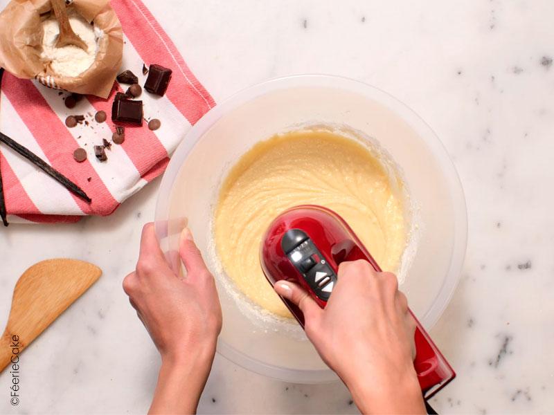 """Préparation du gâteau """"Le Féerie Cake"""" pour la recette du gâteau damier"""
