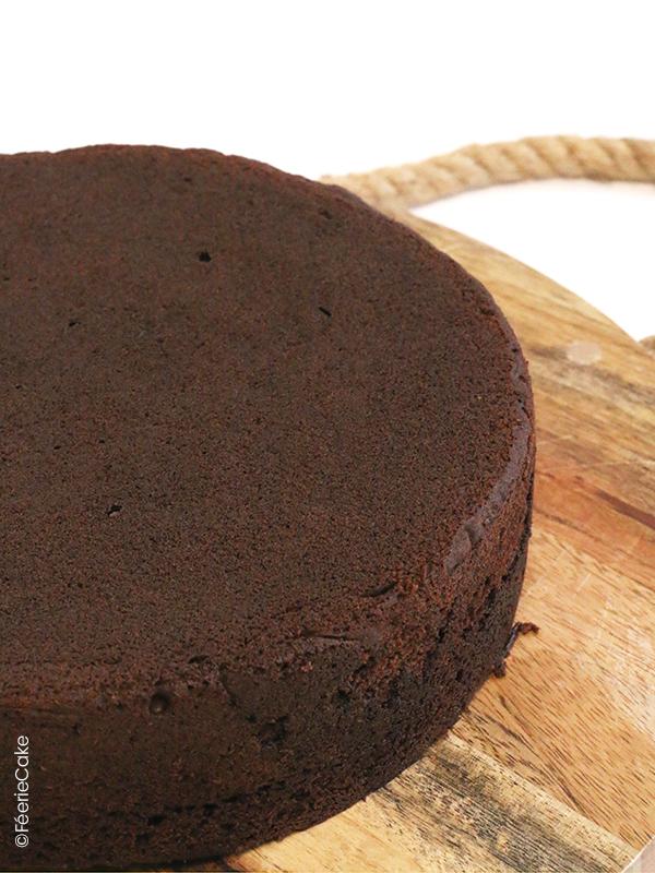 La fameux Féerie Cake : le gâteau idéal pour la pâte à sucre, au chocolat !