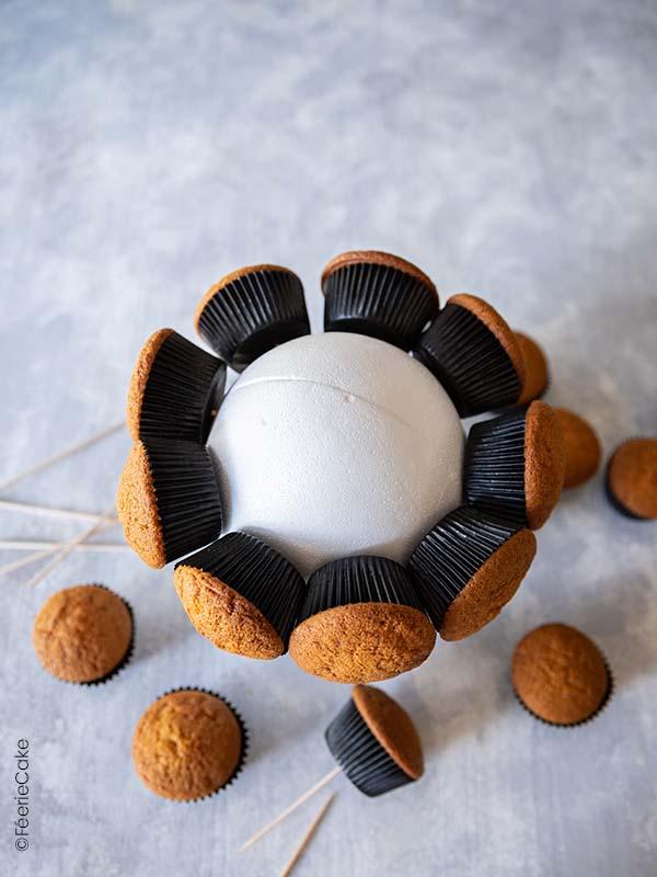 Cupcakes plantés dans la boule de polystyrène
