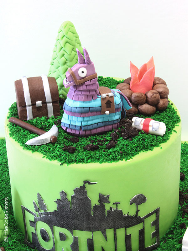 gâteau en pâte à sucre à l'effigie de Fortnite