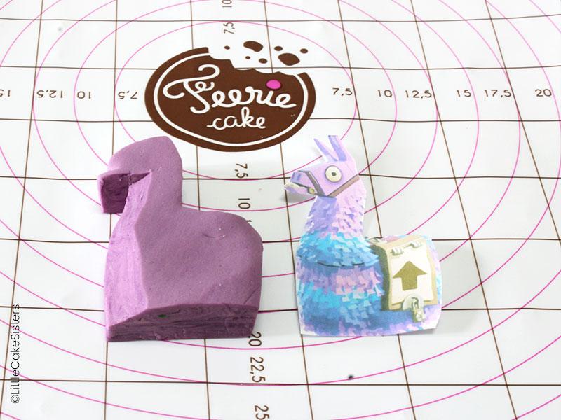 Modelage du lama pour le gâteau en pâte à sucre Fortnite