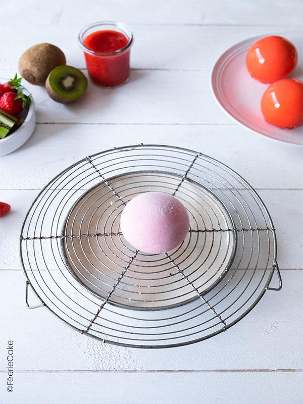 Une boule glaçée à la fraise