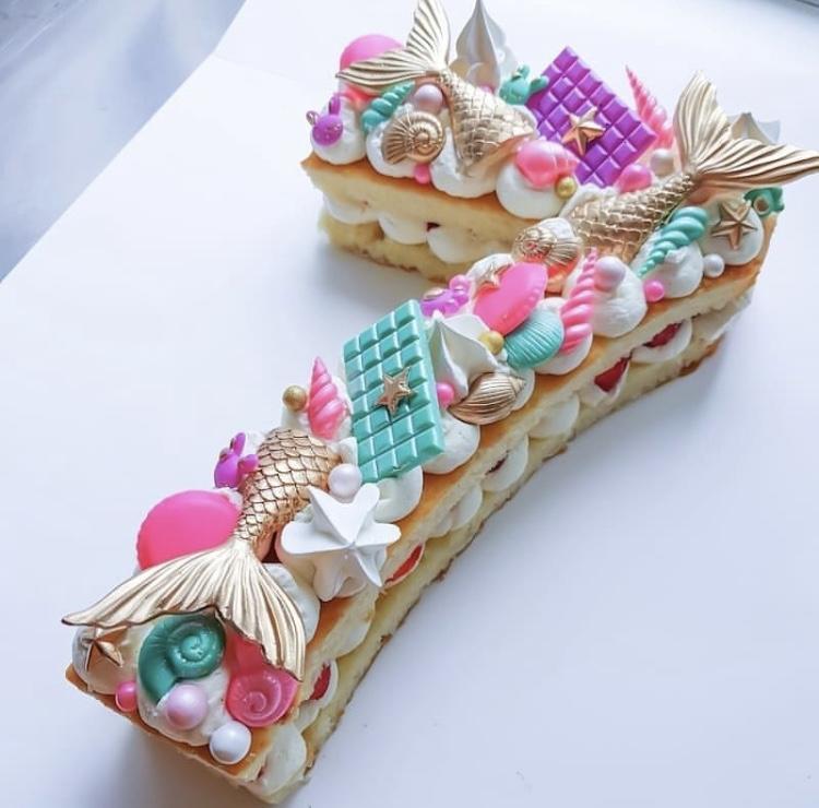 Un délicieux number cake dans une génoise