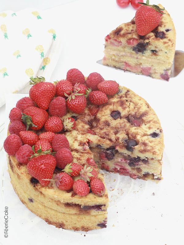 Naked cake à la cannelle et aux fruits rouges