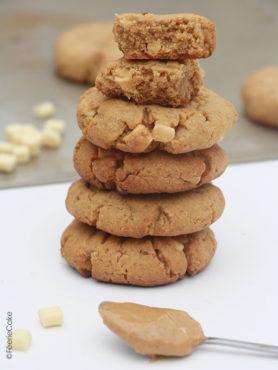 Cookies au beurre de cacahuètes et pépites de chocolat blanc