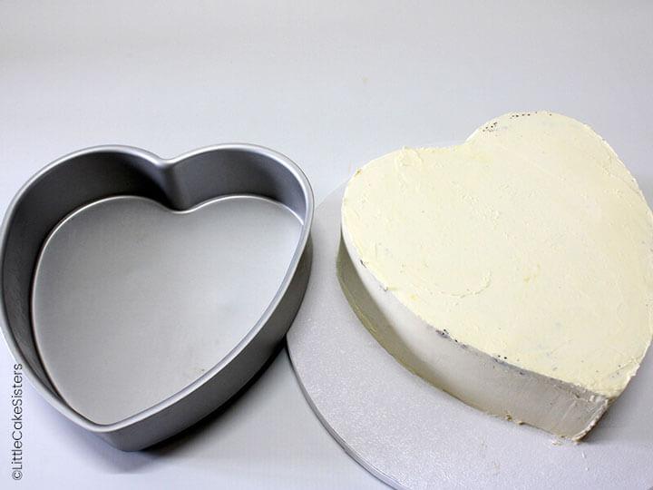 Préparez le gâteau de votre choix et recouvrez le de glaçage
