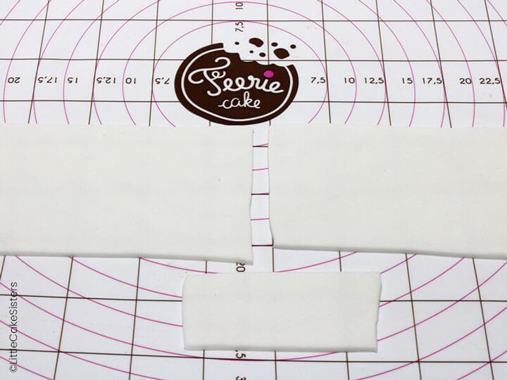 Prélevez 2 rectangles de même taille dans la pâte à sucre