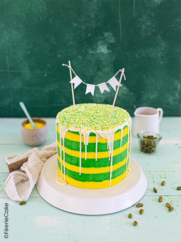 gâteau jaune et vert rayé