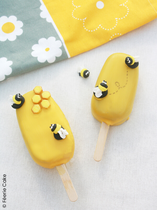 photo cakesicle pop abeille