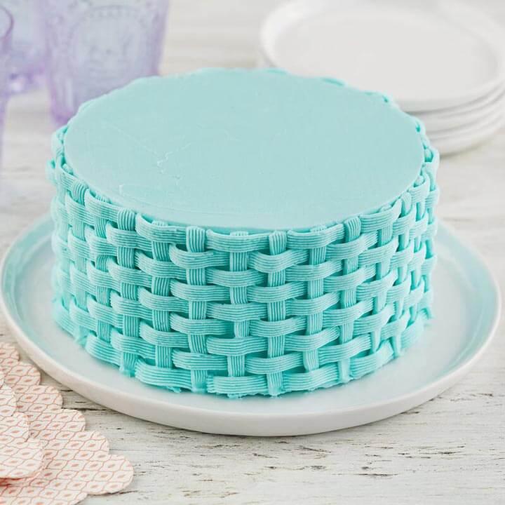 "Glaçage de gâteau avec douille ""panier"" ou tressée."