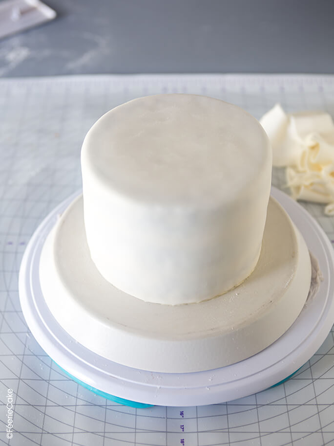 Gâteau recouvert de pâte à sucre